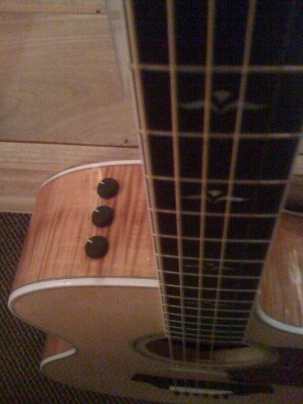 taylor 614 ce grand auditorium cutaway guitar review. Black Bedroom Furniture Sets. Home Design Ideas